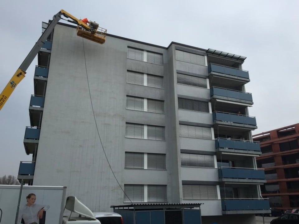 VORHER - Fassadenreinigung Mehrfamilienhaus - stc umwelt ag