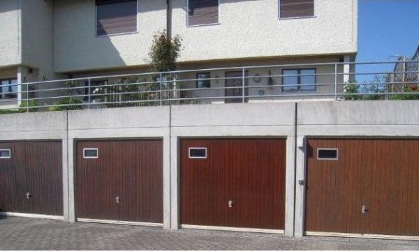 Fassadenreinigung Garage Nachher
