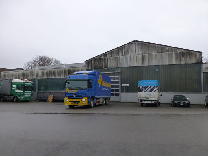 VORHER - Fassadenreinigung Industriegebäude - stc umwelt ag
